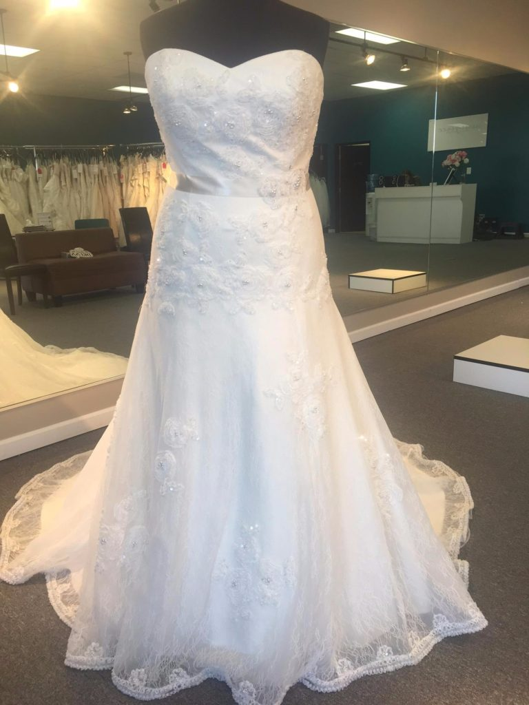 Plus size wedding dress sale save 150 garnet grace for Custom wedding dress bay area