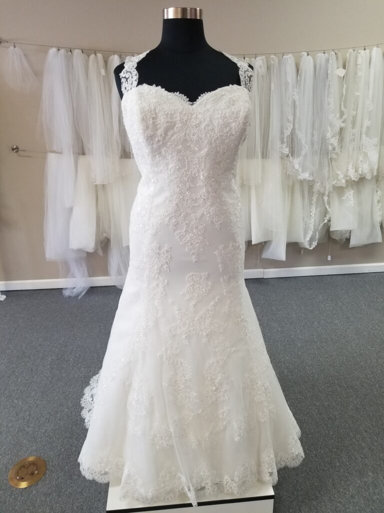 cap sleeve lace trumpet wedding dress