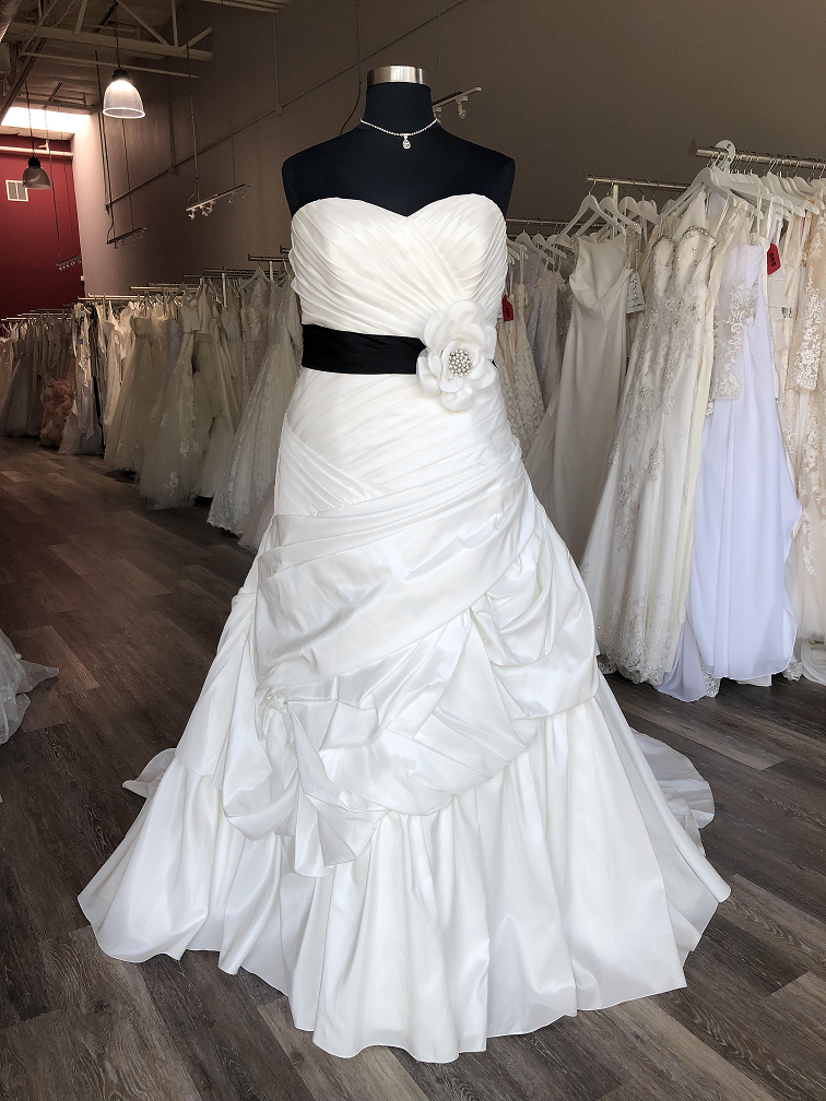 ruched plus size trumpet wedding dress with removable black belt in oakland, ca