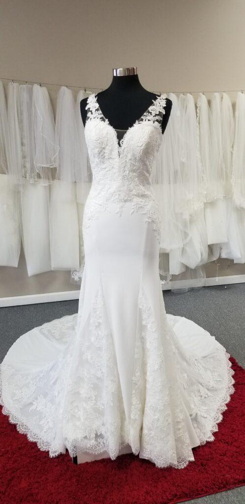 v-neck-lace-and-crepe-sheath-wedding-dress-pronovias-discount-price