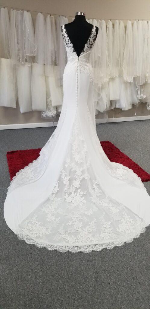 lace-insert-in-wedding-dress-train-pronovias
